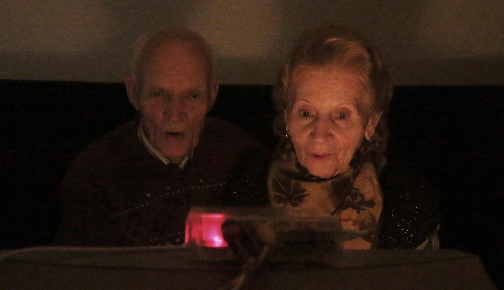 Родители впервые смотрят нашумевший пару лет назад эпический фильм про он-вам-не-димона